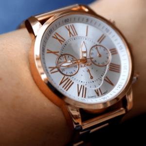 Красив дамски часовник
